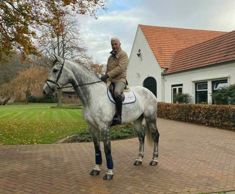 Emile Hendrix te paard