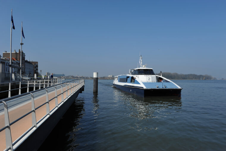 Waterbus Dordrecht Merwekade
